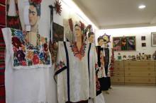 陶芸、織物、版画、木工の工房も併設しています。工房見学可。今年は、メキシコの物に加えて、伊藤高羲の版画作品を中心に展示します。