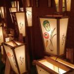 岩作の夏の夜祭り献灯あんどん 岩作旧道の中央付近にある 行灯常設ギャラリーにて、おもに県芸大関係者や若いアーティスト制作による行灯絵(岩作の夏の夜祭り=十日の花・九万九千日会献灯)を特別展示します。