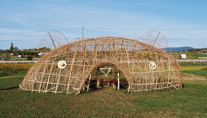 平成こども塾 竹クマプロジェクト NAF2012で、岩作長鶴に出現させた竹クマ・オブジェ。今年は平成こども塾のこどもたちといっしょに作っていきます。長久手のこどもたちの力に未来を見るプロジェクトです。