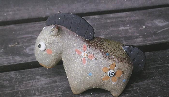 馬(干支)をつくろう。陶芸体験!! 狛犬、招き猫、器を展示・販売しています。この時期だけのアトリエオープンです。毎年好評な「干支作り」(馬)を今年もいたします。参加費は1人1000円。要予約。お気軽にのぞいてください。